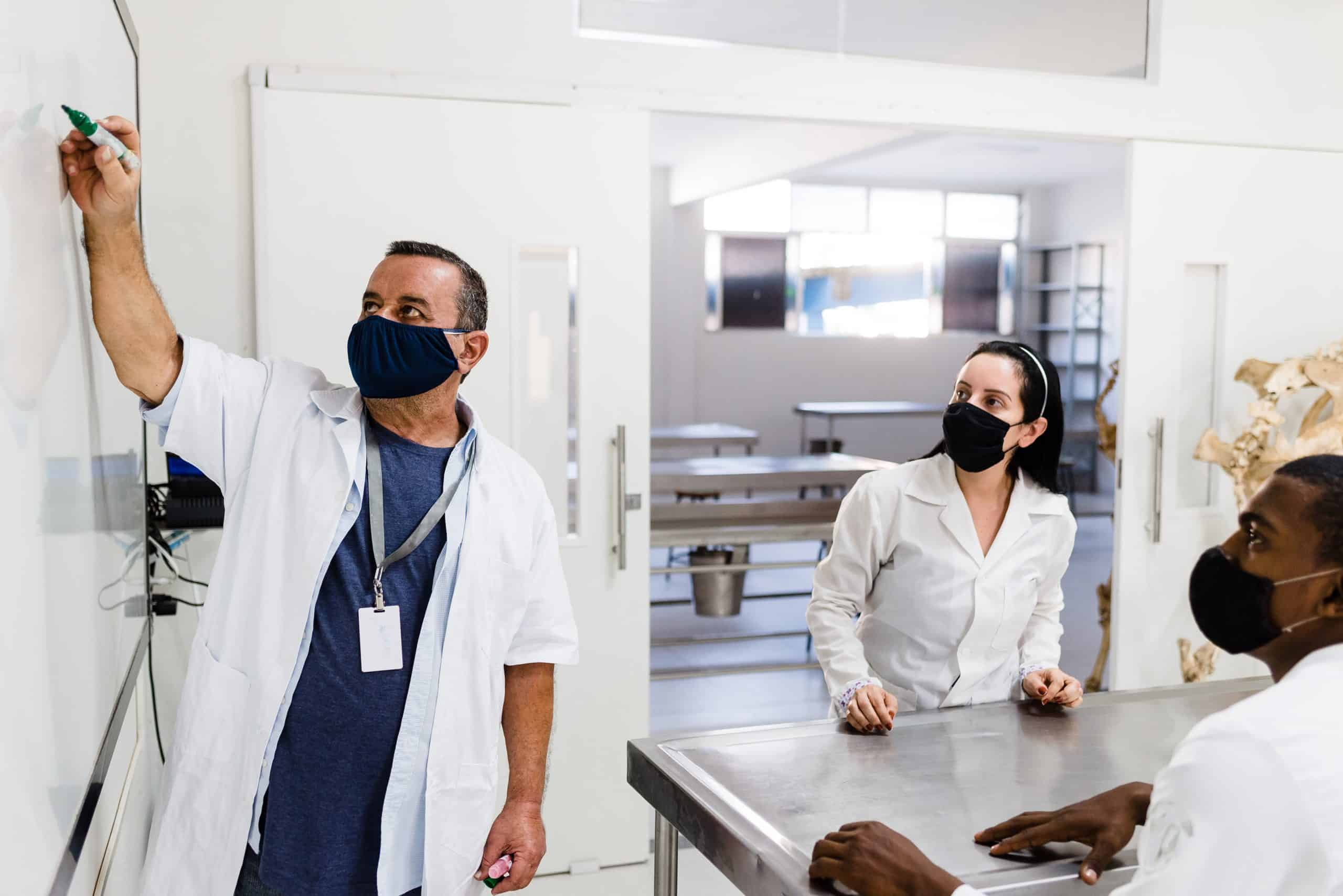 Reduce Lab Employees Turnover with Binocs